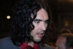 Russell_Brand_Arthur_Premiere_face_2